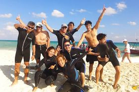 Pro-Dive-International-group-diving.jpg